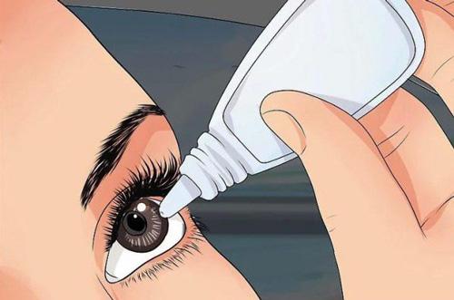 استفاده از قطره مرطوب کننده لنز و چشم